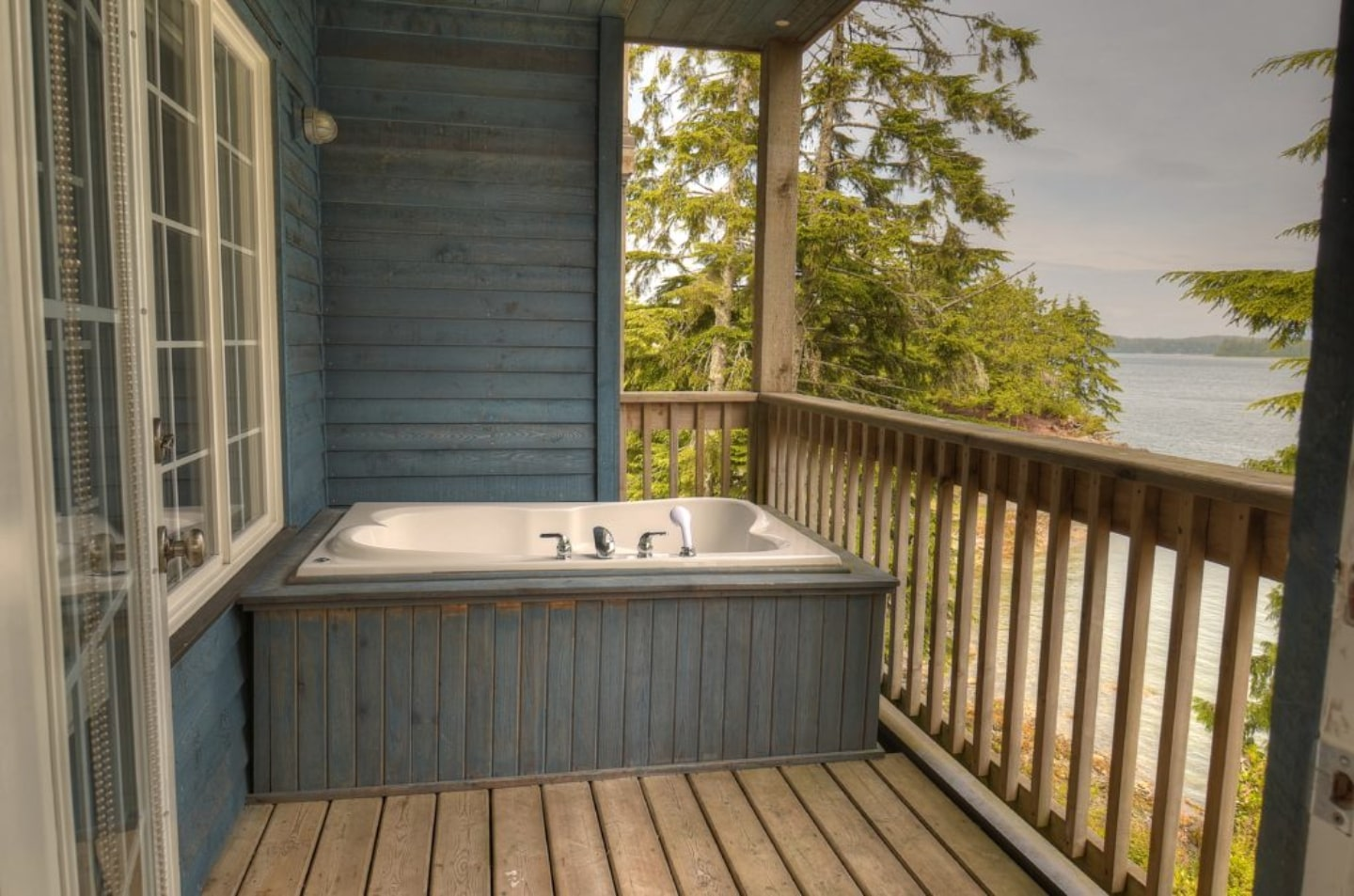 Outdoor Tub on the Patio