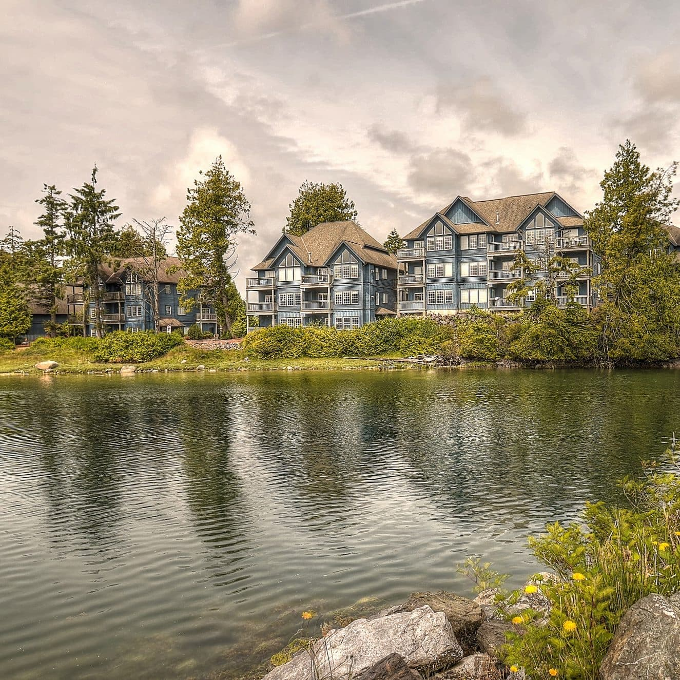 Waters Edge Suites Ucluelet Hotel
