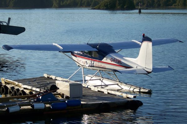 Picture of a float plane by the harbour